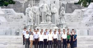 Tỉnh ủy Sơn La đã tới học hỏi kinh nghiệp xây dựng tượng đài Hồ Chủ tịch ở Tuyên Quang (ảnh của báo Tuyên Quang)