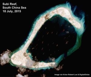 Không ảnh mới nhất giữa Tháng Bảy, 2015 có vẻ như phi đạo đang chuẩn bị xây dựng ở đảo nhân tạo Xu Bi. (Hình: Digital Globe)