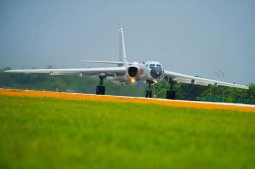 Máy bay ném bom chiến lược H-6K Trung Quốc