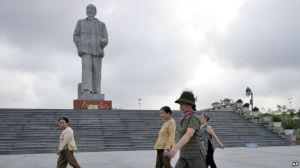 Một tượng đài Hồ Chí Minh tại Vinh