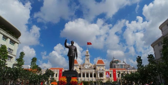 Hiện đang có khoảng 132 công trình tượng đài Chủ tịch Hồ Chí Minh quy mô lớn và nhỏ trên khắp cả nước (Ảnh: Baogiaothong)