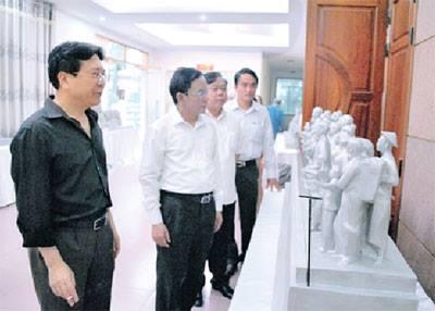 Sở Văn hóa, Thể thao và Du lịch Sơn La thống nhất phác thảo bước một Tượng đài Chủ tịch Hồ Chí Minh (Ảnh: Báo Sơn La)