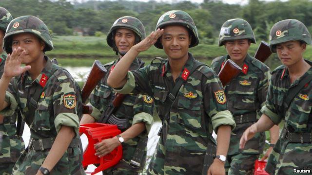 Binh sĩ Việt Nam trở về sau buổi tập dượt chuẩn bị cho cuộc diễu hành kỷ niệm lần thứ 70 ngày Quốc khánh 2/9 tại một căn cứ quân sự ở Hòa Lạc, ngoại ô Hà Nội