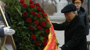 TBT Trọng viếng lăng Lenin trong một lần thăm Moscow