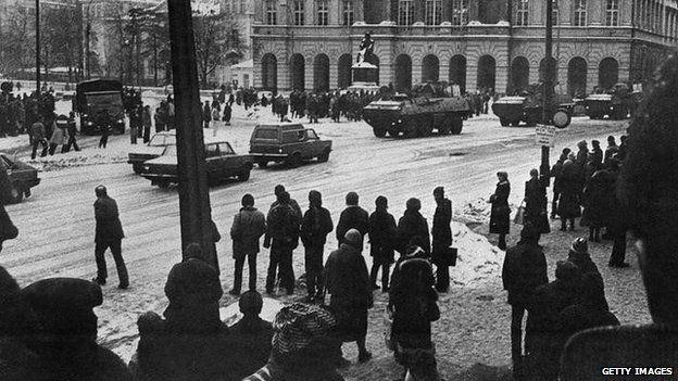 Chính quyền Ba Lan áp dụng thiết quân luật cuối năm 1981. Ảnh: BBC