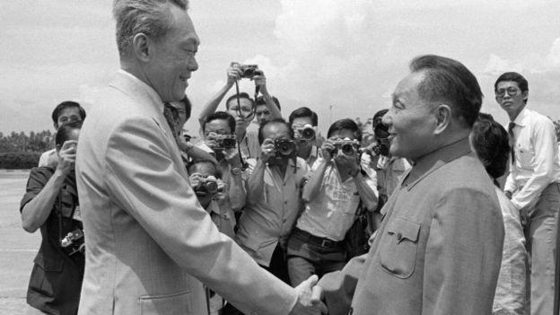 Theo tác giả, cố lãnh đạo Trung Quốc, ông Đặng Tiểu Bình từng 'thừa nhận' có sự tranh chấp và nói việc 'đàm phán' nên rời đến thời điểm thích hợp.