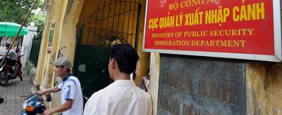 """Cục Quản Lý Xuất Nhập Cảnh ở Hà Nội, cơ quan phụ trách ra vào Việt Nam của """"Việt Kiều."""" (Hình: Hoang Dinh Nam/AFP/Getty Images)"""