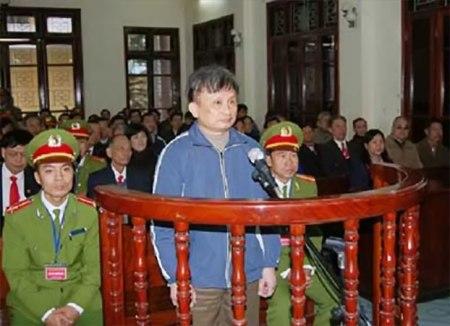 Ông Trần Anh Kim tại phiên xử kín ở tòa án Thái Bình ngày 28-12-2009