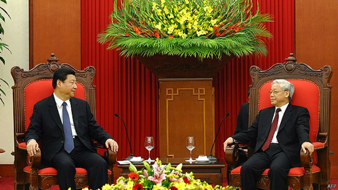 Lãnh đạo Việt Nam nên yêu cầu Trung Quốc đàm phán về Hoàng Sa nhân chuyến thăm dự kiến tới đây của Chủ tịch TQ Tập Cận Bình tới VN, theo tác giả.