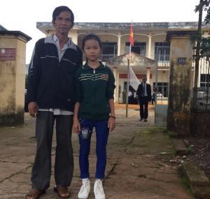 Ông Ngô Văn Huynh và con gái, bé Ngô Thị Cẩm Hiếu