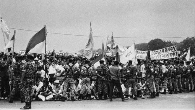 Quân đội Indonesia bao vây nhóm sinh viên ủng hộ cộng sản ở Bogor