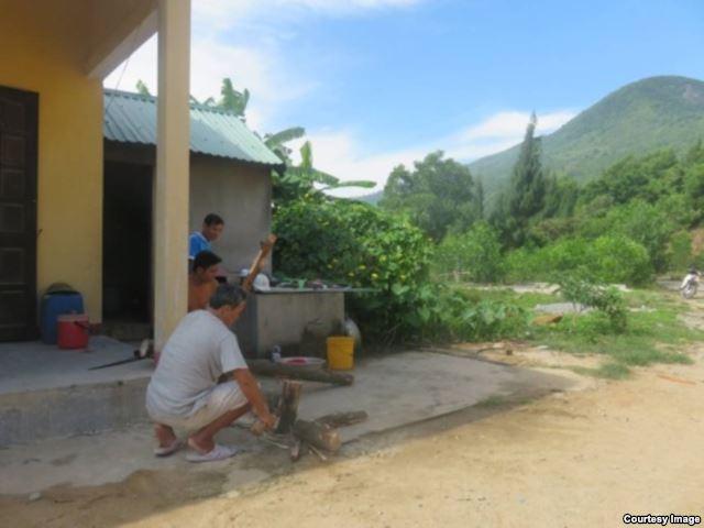 Các cán bộ của Trạm Bảo vệ rừng 251 (Thừa Thiên - Huế) cho chúng tôi biết là dự án khu nghỉ dưỡng Bãi Chuối vẫn đang trong quá trình triển khai.