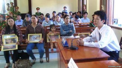 Luật sư Võ An Đôn trong phiên xử vụ công an đánh chết anh Ngô Thanh Kiều