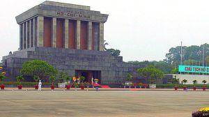 Một tòa nhà cao tầng ở gần khu vực Lăng cố Chủ tịch Hồ Chí Minh của Việt Nam đang gặp rắc rối về xây dựng.