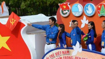 Chuẩn mực tại Việt Nam cho công danh của giới trẻ là vào Đoàn và Đội. Photo: Getty