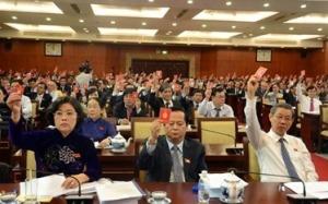 Biểu quyết thông qua nhân sự Đoàn Chủ tịch Đại hội tại ĐH Đảng bộ TP.HCM. Ảnh: XL