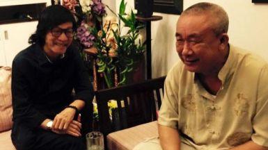 Nhà văn Nguyễn Quang Lập (phải) và nhà thơ Đỗ Trung Quân. Nguồn ảnh: FB Nguyễn Quang Lập