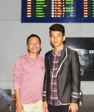 Anh Nguyễn Ngọc Già cũng con trai út Nguyễn Đình Vĩnh Khang. Hình chụp năm 2014.
