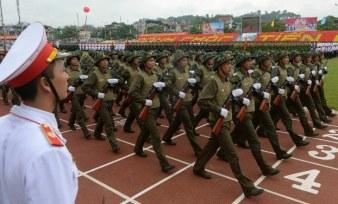 Diễu hành mừng chiến thắng Điện Biên Phủ ngày 7 tháng 5 năm 2014. Photo: AFP