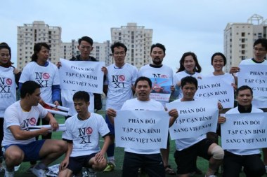 Phản đối chuyến thăm sắp tới của Chủ Tịch Trung Quốc Tập Tận Bình. Photo: FB Nguyen Lan Thang