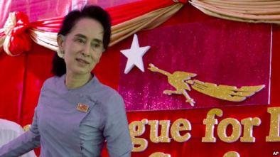 Bà Aung San Suu Kyi tại tư gia ở Yangon. Photo: AP