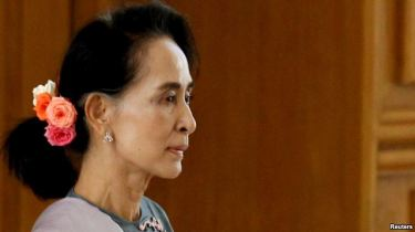 Đây là cuộc bầu cử tự do đầu tiên tại Myanmar kể từ năm 1990, là năm bà Aung San Suu Kyi cũng thắng cử lớn nhưng giới quân nhân không công nhận kết quả bầu cử. Photo: Reuters