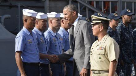Tổng thống Mỹ Barack Obama thăm chiến hạm BRP Gregorio del Pilar, soái hạm của hải quân Philippines, ngày 17/11/2015. Chiếc tàu này trước đây là của lực lượng tuần duyên Mỹ và hiện đang được Philippines dùng để thực hiện những cuộc tuần tra ở Biển Đông. Tòa Bạch Ốc loan báo gói viện trợ mới trong vòng hai năm trị giá 259 triệu đô la, trong đó có 79 triệu cho Philippines, 40 triệu cho Việt Nam, 21 triệu cho Indonesia và 2 triệu rưỡi cho Malaysia.