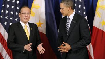 Tổng thống Mỹ Obama sau khi gặp đồng nhiệm Philippines Benigno Aquino, đã yêu cầu Trung Quốc ngưng xây đảo ở Biển Đông - REUTERS/Jason Reed