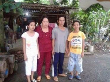 Bé Thảo Ly –em gái Tuấn 14 tuổi; Bà Mai Thị Kim Hương –mẹ của Tuấn bị kết án 3 năm 6 tháng tù giam; Ông Nguyễn Trung Can –bố của Tuấn bị kết án 3 năm 6 tháng tù giam; Nguyễn Mai Trung Tuấn bị đem ra xét xử vào sáng ngày 24.11.2015