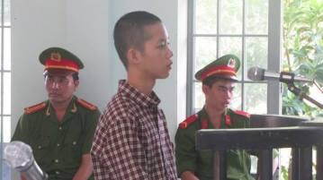 Cháu Nguyễn Mai Trung Tuấn trong phiên xử ngày 24/11/2015. Nguồn ảnh: báo Thanh Niên