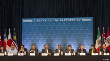 Bộ trưởng 12 nước đối tác xuyên Thái Bình Dương (TPP) tổ chức một cuộc họp báo để thảo luận về tiến bộ trong các cuộc đàm phán ở Lahaina, Maui, Hawaii, ngày 31/7/2015. Photo: Reuters.