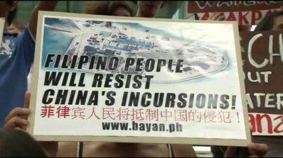 Áp phích của người biểu tình ở Philippines phản đối Trung Quốc trên Biển Đông.