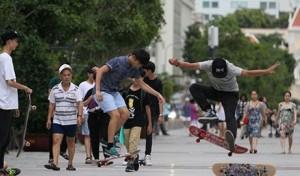 Thanh niên thành thị ở TP HCM. Nguồn Asia Sentinel.