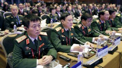 Đoàn sỹ quan Việt Nam nghe diễn văn của Phó Chủ tịch Quân ủy TW Trung Quốc tại Bắc Kinh 17/10/2015. Photo: Reuters