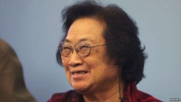 Truyền thông quốc tế đưa tin đều nhắc đến sự kiện công trình nghiên cứu về thuốc chống sốt rét của bà Tu là với mục đích giúp giảm số tử vong của binh lính cộng sản chiến đấu chống Mỹ tại chiến trường Việt Nam. Ảnh: Reuters