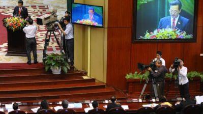 Nhiều nội dung trong bản báo cáo tổng kết của Thủ tướng Dũng đã bị ông Nguyễn Đức Kiên phản bác. Photo: HOANG DINH NAM AFP Getty Images