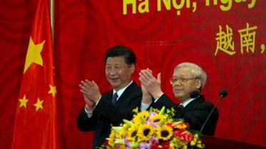 Tổng Bí thư Đảng, Chủ tịch Trung Quốc Tập Cận Bình (trái) và Tổng Bí thư Nguyễn Phú Trọng phát biểu trước thanh niên hai nước Việt - Trung sáng 6-11 - Ảnh: Việt Dũng