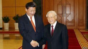Chủ tịch Trung Quốc Tập Cận Bình được Tổng bí thư Đảng Cộng sản Việt Nam Nguyễn Phú Trọng đón tiếp tại Văn phòng Trung ương Đảng, Hà Nội, ngày 5/11/2015. Ảnh: Reuters.