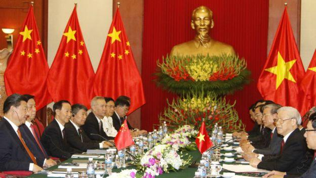 Ông Tập Cận Bình hội kiến và làm việc với các lãnh đạo Đảng, nhà nước Việt nam trong chuyến đi một ngày rưỡi tại Hà Nội. Photo: Minh Hoang/ EPA