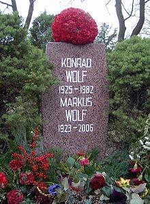 Mộ của Konrat & Markus Wolf tại nghĩa trang trung tâm Friedrichsfelde ở Berlin