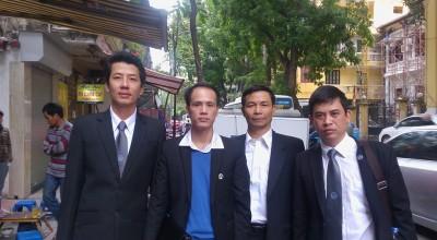 Bốn Luật sư tham gia bào chữa cho Nguyễn Viết Dũng, gồm: Ls Võ An Đôn, Ls Lê Văn Luân, Ls Nguyễn Khả Thành và Ls Trần Thu Nam (từ trái qua phải). Nguồn ảnh: FB LS Võ An Đôn
