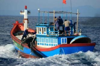 (Thuyền của ngư dân Quảng Ngãi ra khơi đánh bắt cá tại Trường Sa). Ảnh: internet