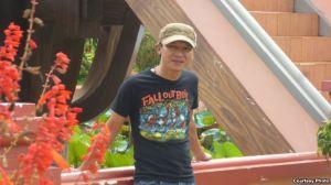 Nhạc sĩ bất đồng chính kiến Việt Khang vừa mãn hạn 4 năm tù vì hai bài hát chống Trung Quốc và chất vấn chính sách cai trị của nhà cầm quyền Việt Nam: 'Việt Nam tôi đâu' và 'Xin hỏi anh là ai'. Courtesy photo