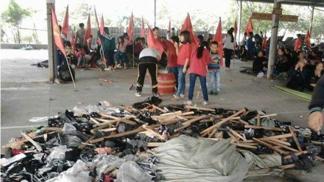 Người dân Ninh Hiệp cho con nghỉ học để phản đối chính quyền xây thêm trung tâm thương mại. Nguồn: FB Phan Cam Huong