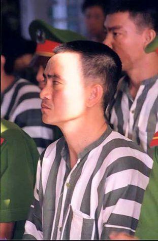 Huỳnh Văn Nén tại phiên tòa ngày 14/6/2001. Ảnh: FB Nguyễn Đình Quân