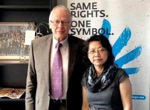 Bà Lê Thị Minh Hà gặp dân biểu Tom Koenigs tại quốc hội CHLB Đức hôm 31/10/2014. RFA files