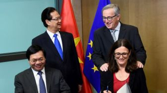 Thủ tướng Nguyễn Tấn Dũng trong lễ ký kết kết thúc đàm phán Hiệp định Thương mại Tự do Việt Nam-EU. Photo: Getty