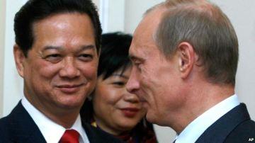 Tổng thống Nga Vladimir Putin và Thủ tướng Việt Nam Nguyễn Tấn Dũng. Photo: AP