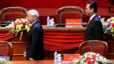 Tổng bí thư Nguyễn Phú Trọng và Thủ tướng Nguyễn Tấn Dũng tại Đại hội đảng 12 hôm 21/1. Photo: Reuters