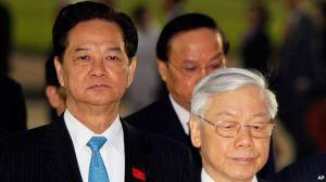 Tổng Bí thư Nguyễn Phú Trọng và Thủ tướng Nguyễn Tấn Dũng đặt vòng hoa tại lăng Hồ Chí Minh trước Đại hội đảng 12, ngày 20/1/2016. Ảnh: AP
